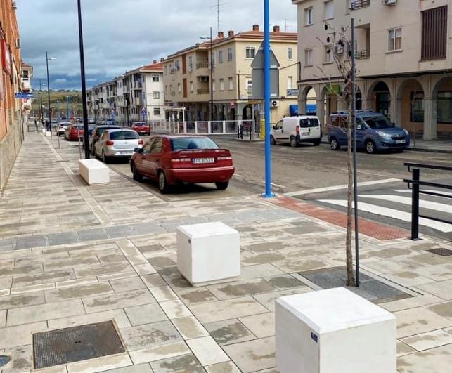Comienza la colocación del mobiliario urbano en la avenida Monseñor Riberi
