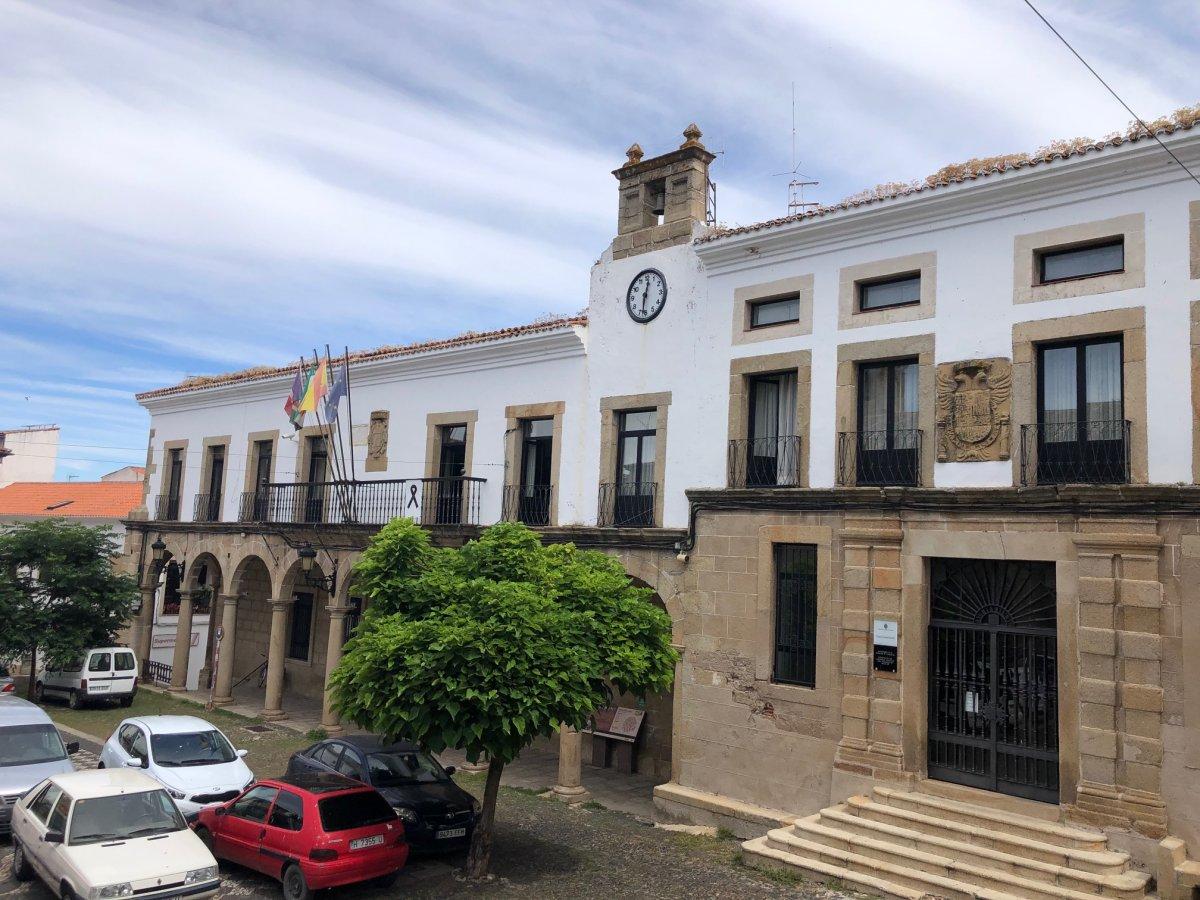 <b>El enigma de la alta incidencia de la Covid en San Vicente, Valencia de Alcántara y Alburquerque</b>