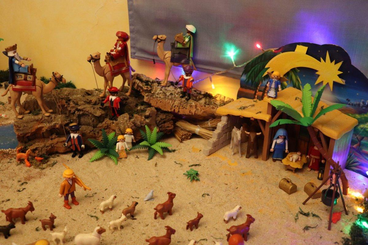 Un niño de Villanueva de la Serena recrea en su propia casa un Belén con 800 piezas