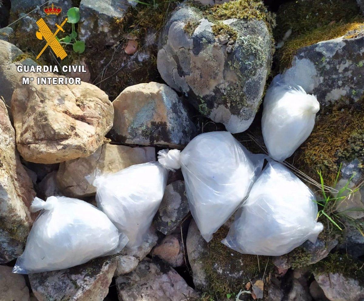 Dos detenidos por vender cocaína que ocultaban en la sierra de Cabeza del Buey