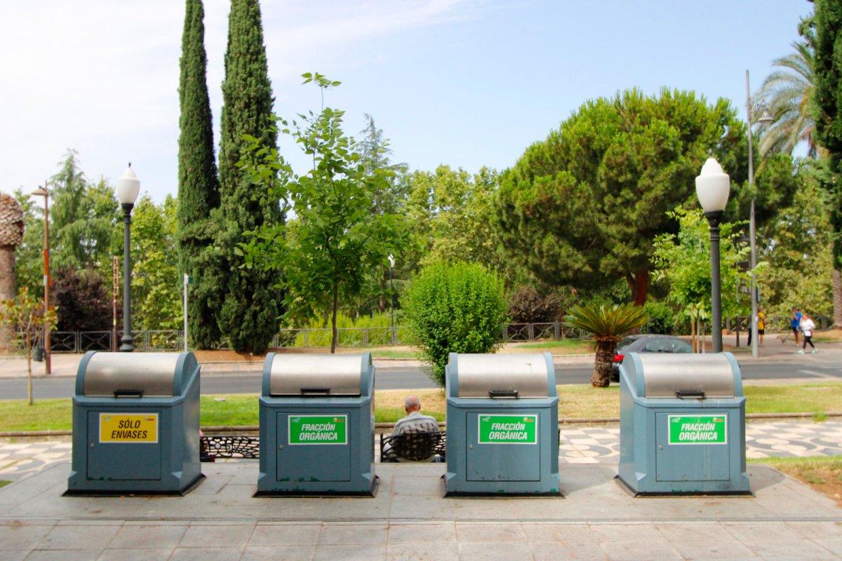Mérida adapta la recogida de basura al adelanto del toque de queda a las diez de la noche