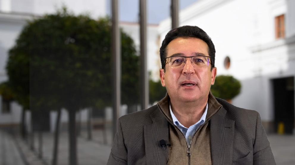 Manzano lamenta que Vara se preocupe más por las mociones que por vacunar a los extremeños
