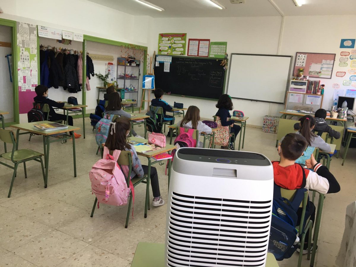 El AMPA de un colegio de Moraleja dona 13 filtros HEPA para ventilar las aulas