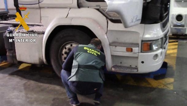 La Guardia Civil instruye diligencias por manipular el tacógrafo de un camión en Aceuchal