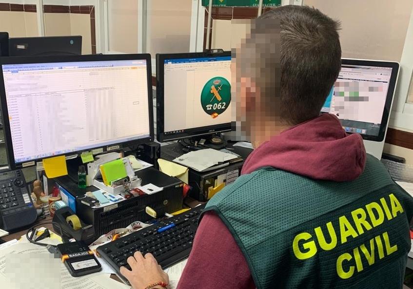 Vecinos de Valencia y Cuenca estafan 80.000 euros por internet a una empresa de Talarrubias