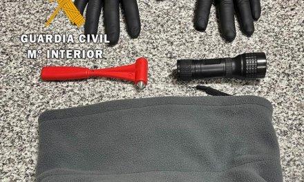 Detenido por robar y causar daños en varios vehículos aparcados en Salvaleón