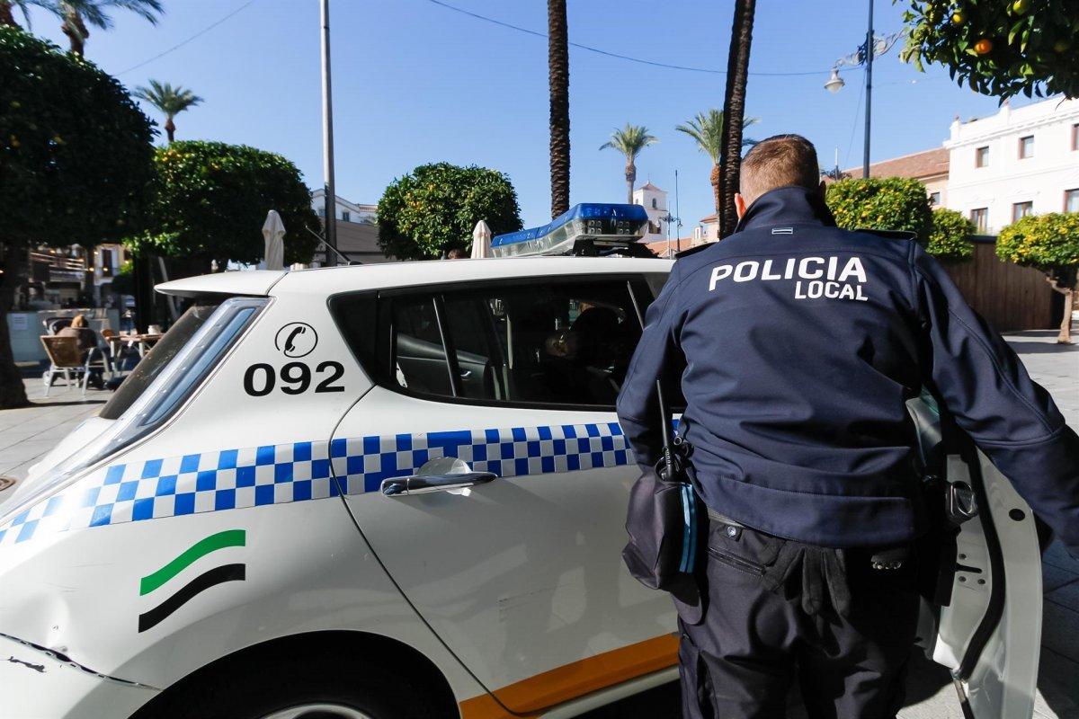 La Policía de Mérida desaloja a más de 100 personas de los locales de la Plaza de Toros