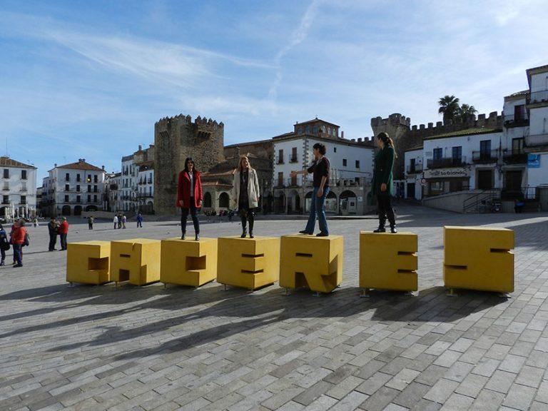 Un vecino de Guadalupe y una mujer de Cáceres pierden la vida por el coronavirus
