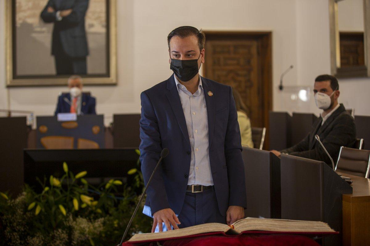 Pablo Miguel López, concejal de Jarandilla, toma posesión de su acta de diputado provincial
