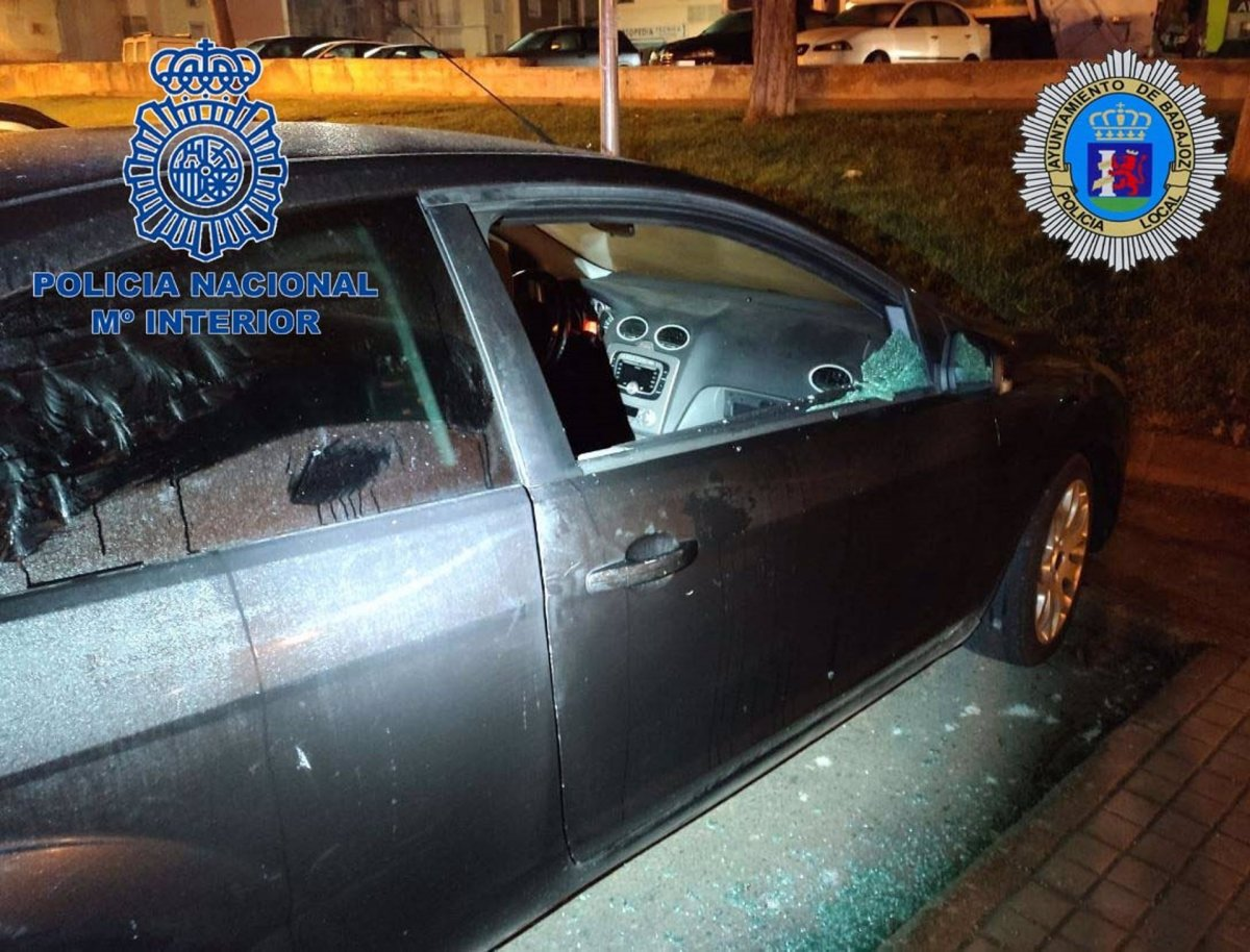 Detenidos dos hombres en Badajoz por robar en el interior de vehículos