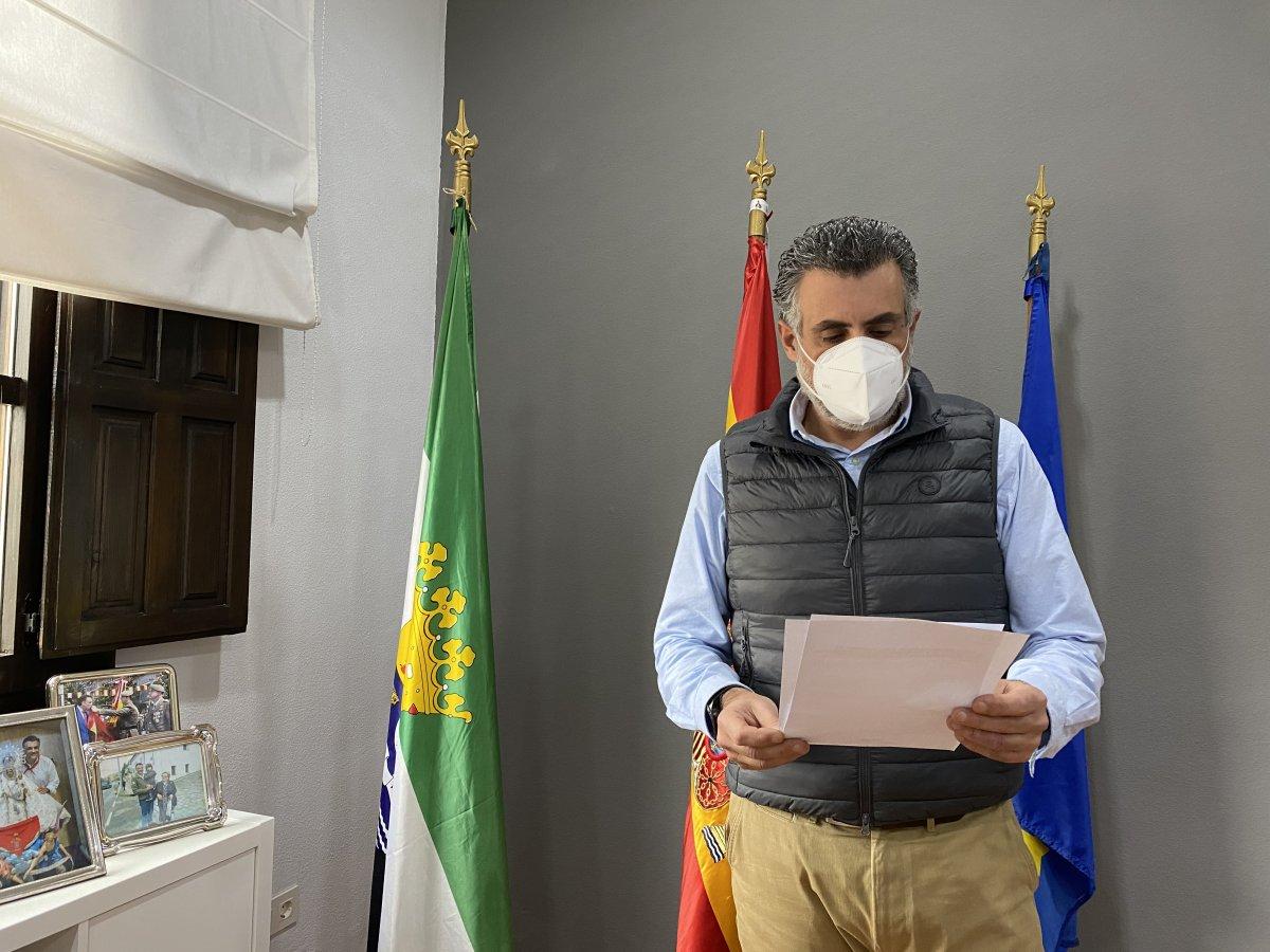 El alcalde de Coria estará en cuarentena durante 14 días tras estar en contacto con un positivo