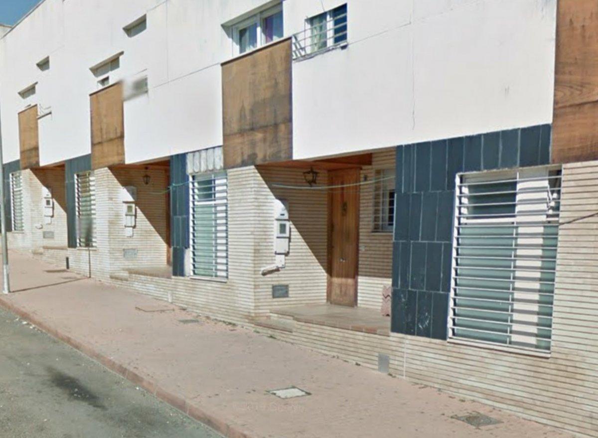 Tres personas resultan afectadas por el incendio de una vivienda en Badajoz