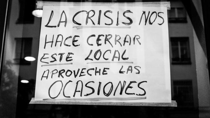Tiendas de Cáceres clausuran sus escaparates para protestar por el cierre del comercio