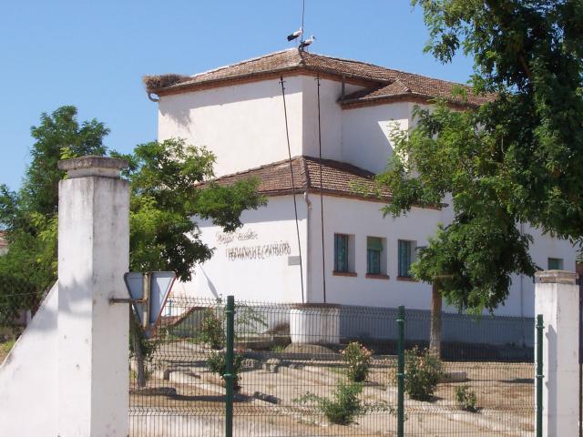 Clausuradas doce aulas por la Covid y el colegio de Madrigalejo al completo