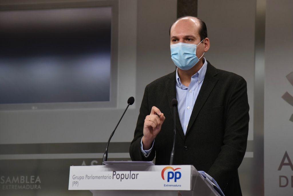 """El PP critica que la Junta haya cambiado el protocolo de vacunación para incluir """"a los altos cargos socialistas"""""""