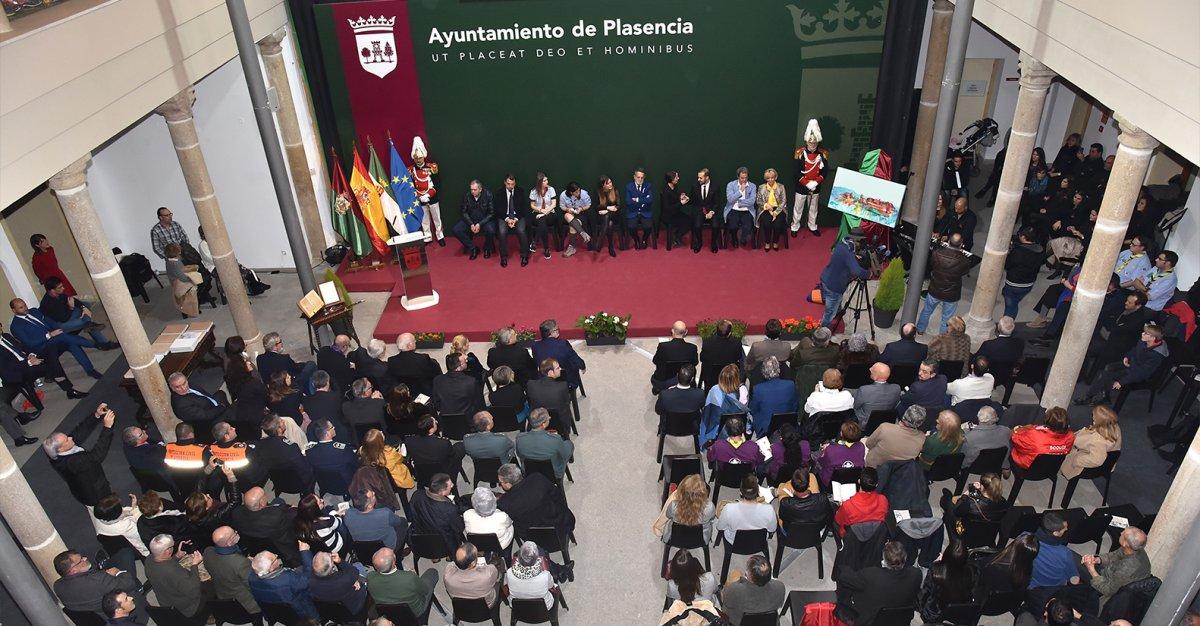 """Fernado Pizarro, alcalde de Plasencia: """"Lo más prudente es suspender todos los actos civiles"""""""