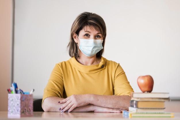 CSIF pide a la Junta que certifique que las mascarillas enviadas a los docentes son seguras