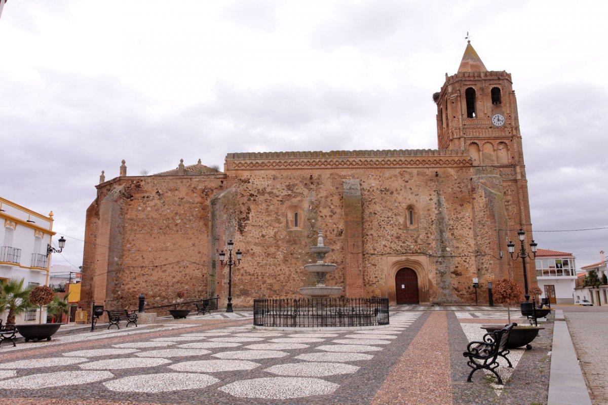 Fallecen dos vecinos de Mérida y tres personas de Puebla de la Reina, Ribera y Valdetorres