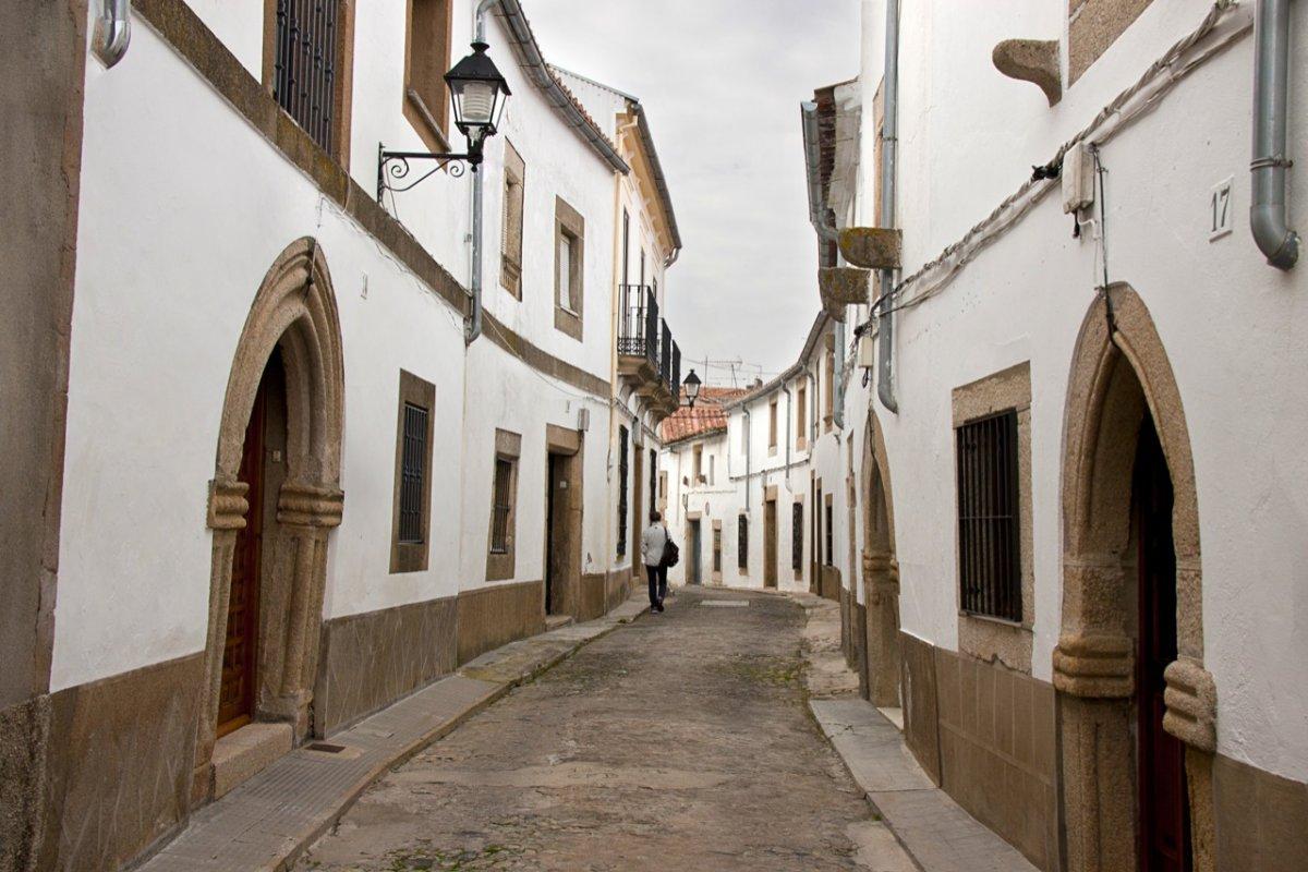 El SES confirma dos brotes de origen social en Valencia de Alcántara y Trujillo