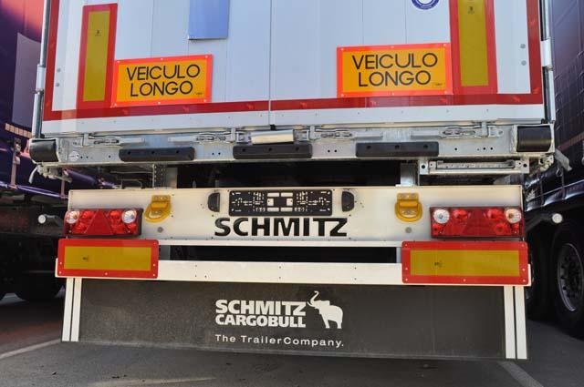 El vuelco de un camión portugués, a la altura de Zarza, obliga a regular la vía con semáforos