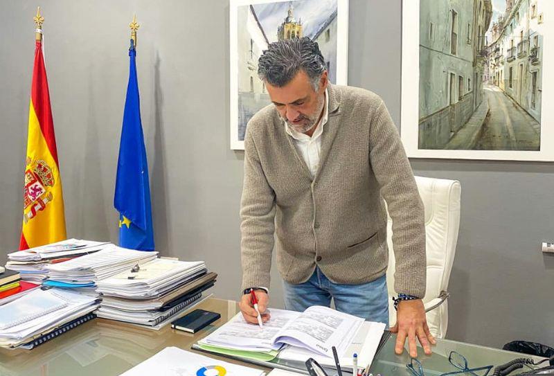 """El alcalde de Coria acusa a la Diputación de Cáceres de """"manipular con el dinero de todos los ciudadanos"""""""