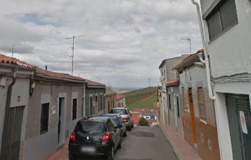 Tres heridos en el incendio de una vivienda en la calle Sol de Cáceres