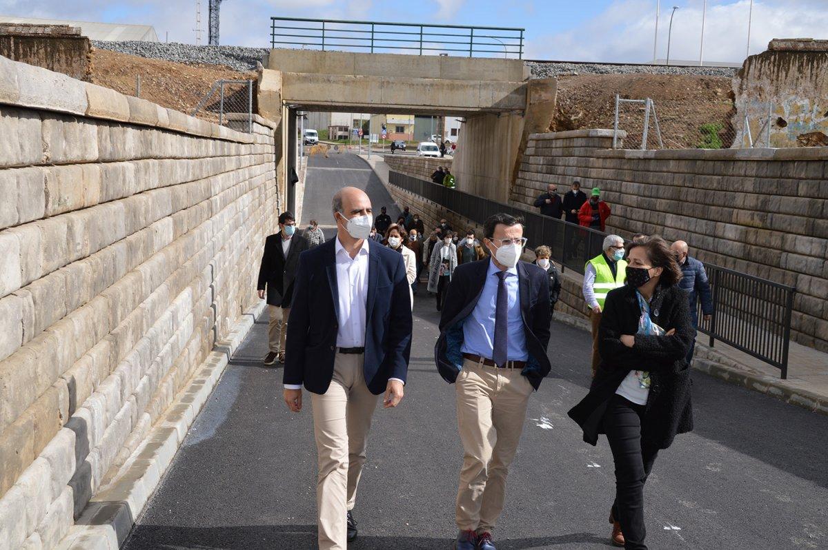 El paso soterrado de la vía férrea a su paso por Zafra se abrirá el martes