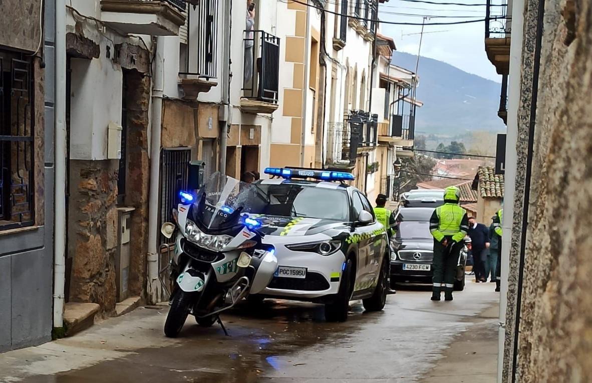 Emotiva despedida en Perales del Puerto al capitán de la Guardia Civil de Coria, Ángel Risueño