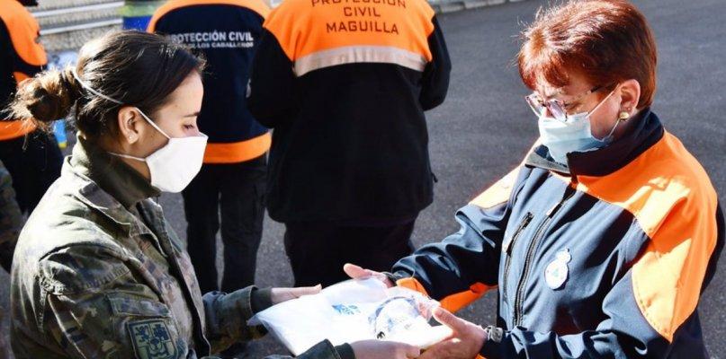 Militares forman a voluntarios de Protección Civil para luchar contra el virus