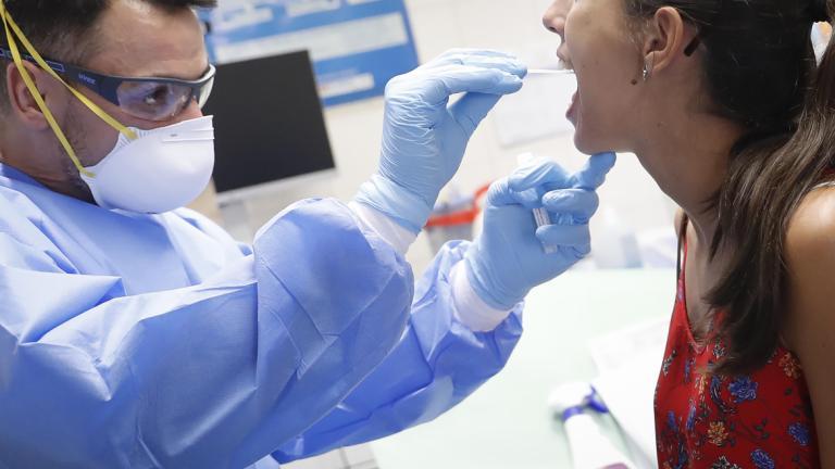 La Junta empieza a hacer muestras aleatorias de PCR para conocer la penetración de la cepa británica en la región