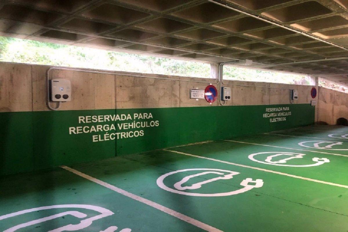 Instalados 8 puntos de recarga para coches en los aparcamientos de la calle Velázquez de Plasencia