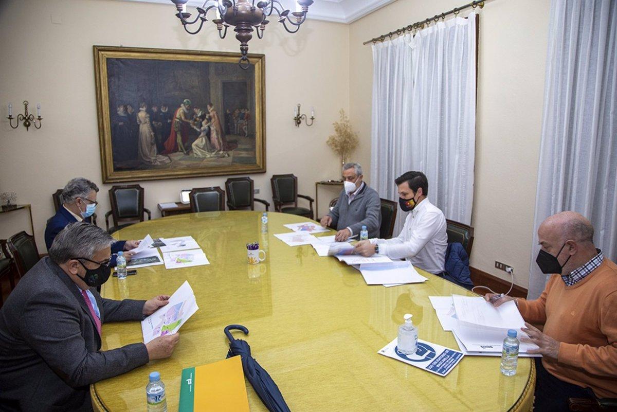 Diputación de Cáceres agiliza los trámites para la instalación del Centro Nacional de Energía