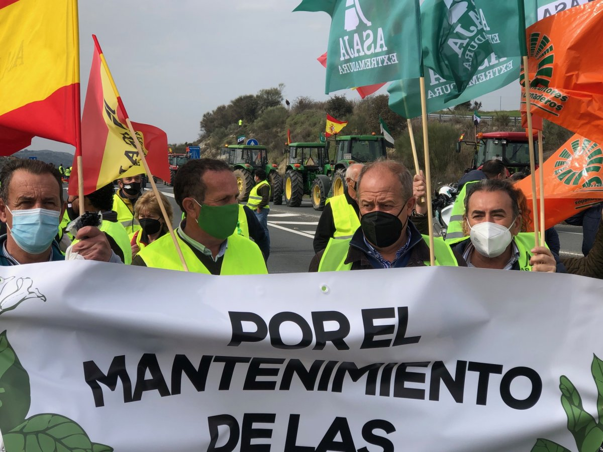 Tractorada en el Campo Arañuelo para exigir a Bruselas el mantenimiento de las ayudas al tabaco