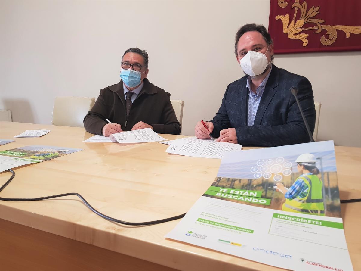 Acción contra el Hambre crea una escuela de instalaciones fotovoltaicas en Almendralejo