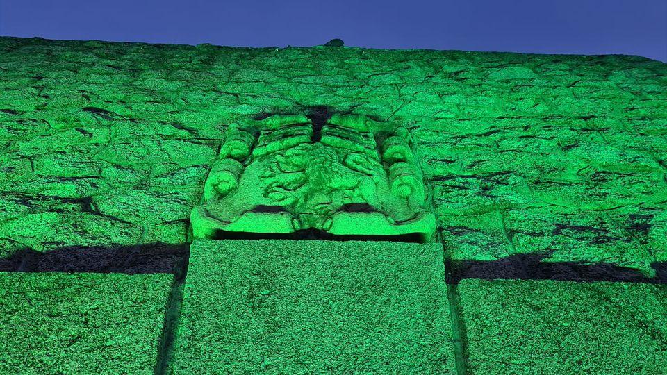 Moraleja ilumina de verde el consistorio como señal de esperanza por la bajada de contagios