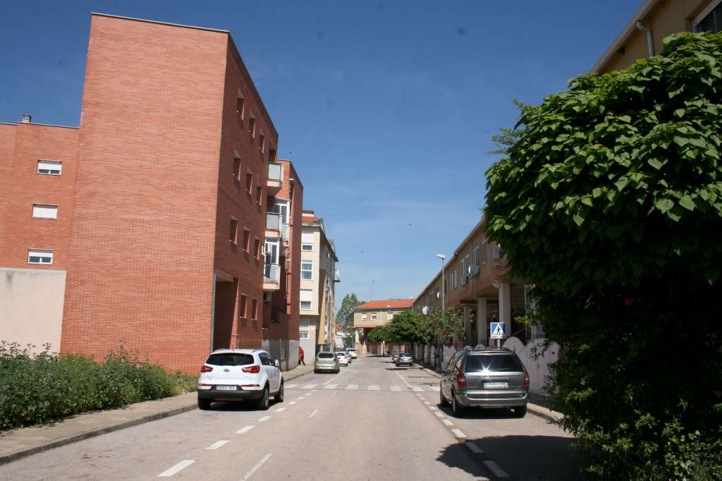 Un brote mixto de Covid obliga a aislar a 20 personas en la barriada de Aldea Moret