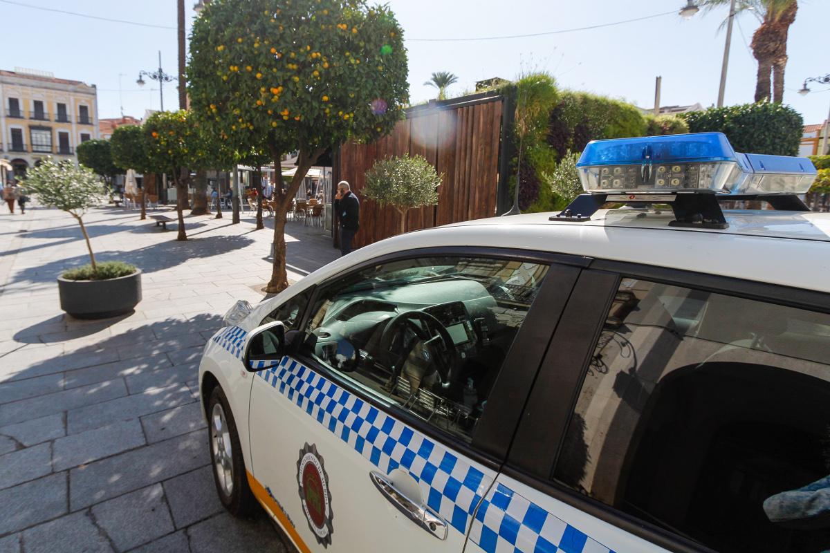 La Policía de Mérida localiza una nave donde se desguazaban vehículos ilegalmente