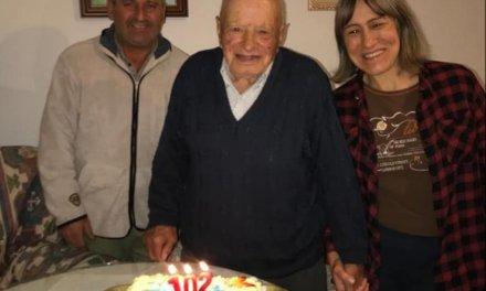 Zarza la Mayor felicita a su vecino más longevo que cumple 102 años