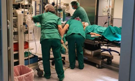 Cierran el Hospital Virgen del Puerto a las visitas por un brote en Medicina Interna