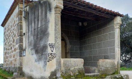 Aparecen pintadas en la ermita del Cristo de Aceituna, un lugar con más de 500 años de antigüedad
