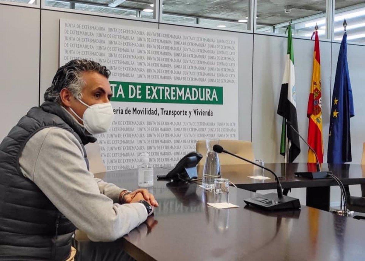 La Junta se compromete a licitar la gestión de la estación de autobuses de Coria