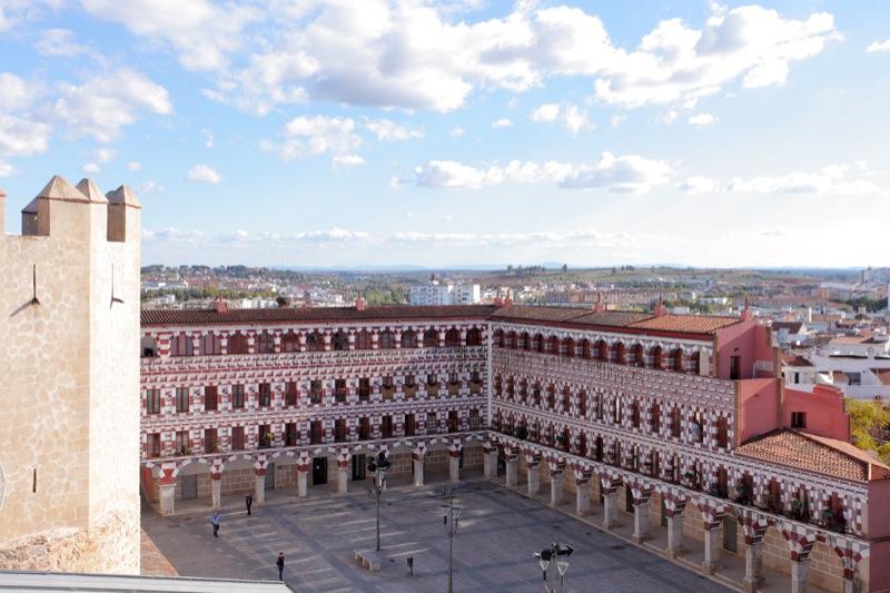 El área de Badajoz rompe la tendencia con 20 nuevos casos, un brote y el cierre de un aula escolar
