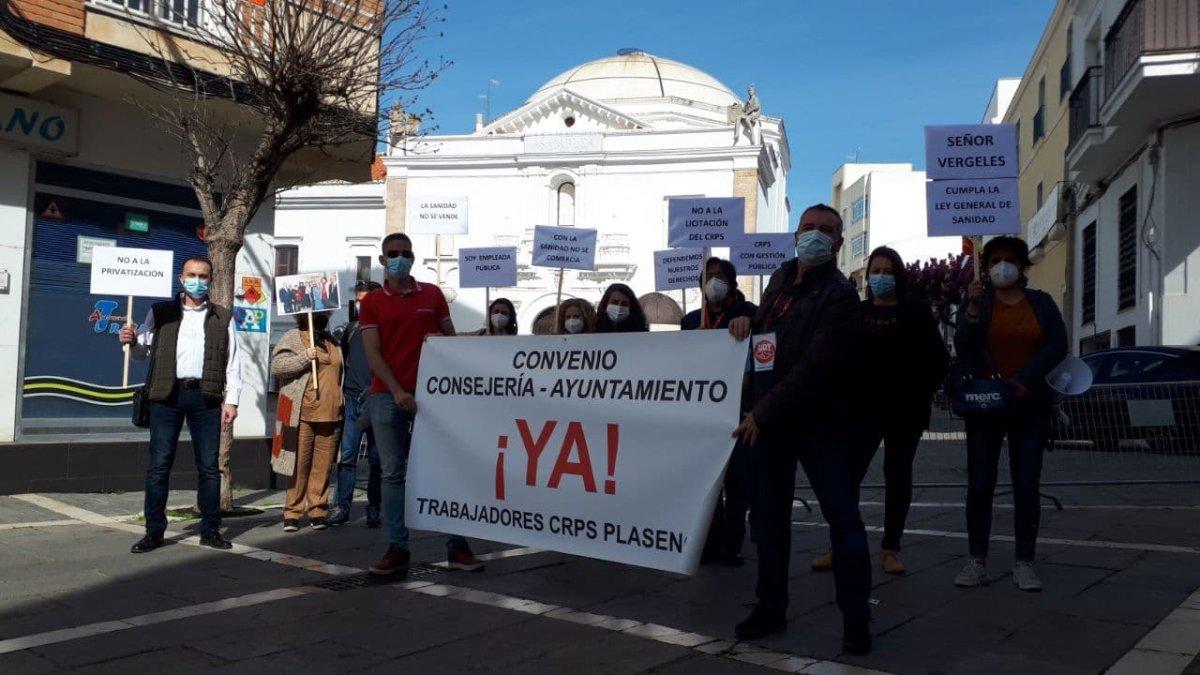Trabajadores del Centro Psicosocial de Plasencia piden en Mérida que no se privatice el servicio