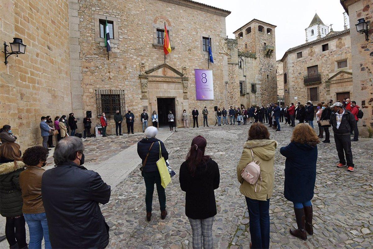 La Diputación de Cáceres recuerda la lucha por la igualdad de la presidenta Rosario Cordero