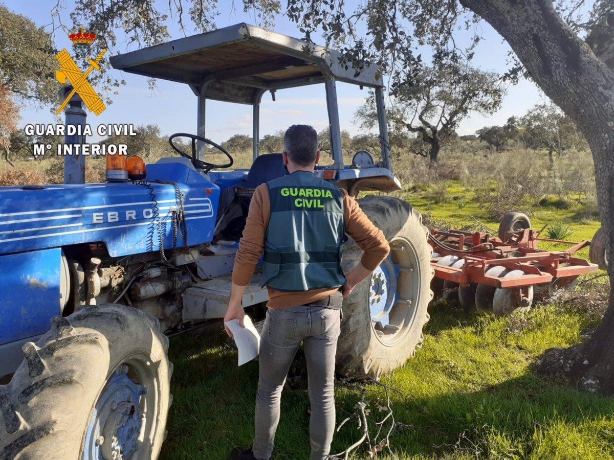 Investigado un vecino de Valencia de Alcántara por robar un tractor y una grada agrícola