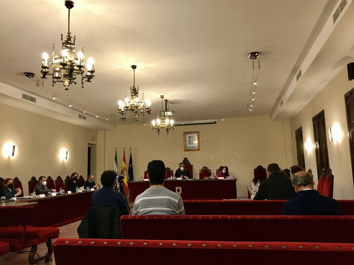 Coria aprueba por unanimidad la ampliación de empresas en el mercado municipal