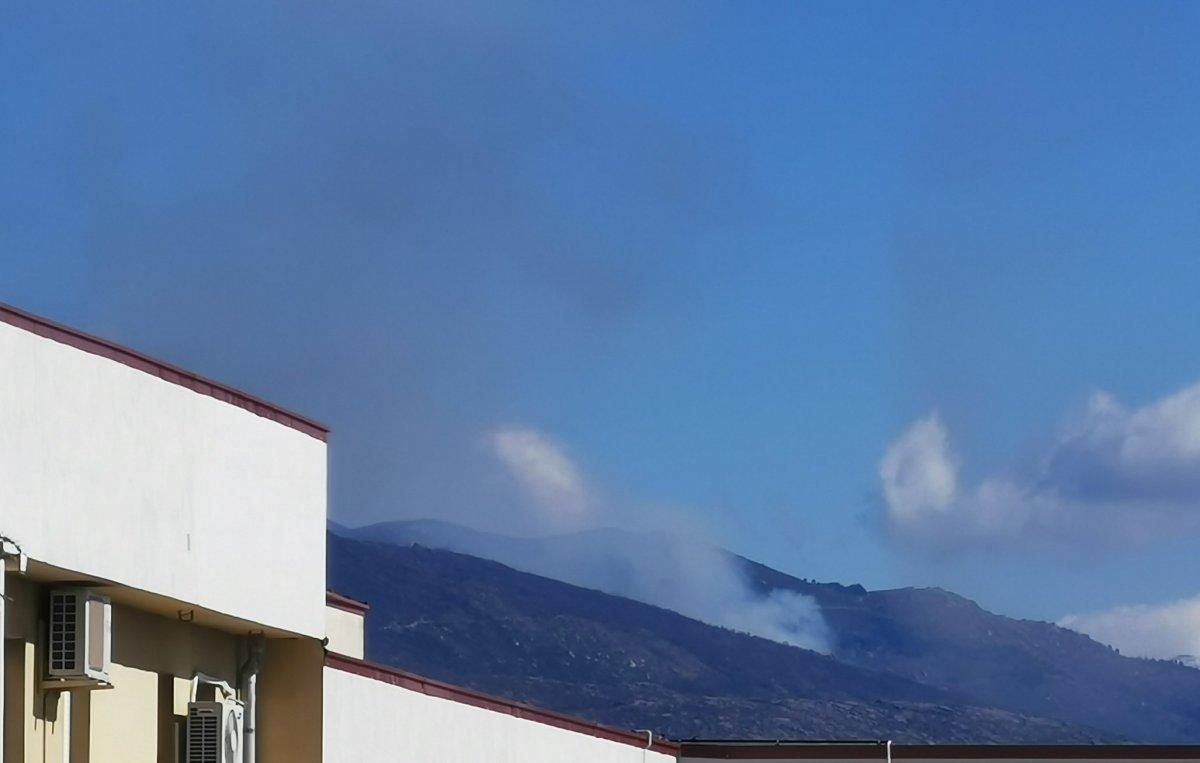 Efectivos trabajan para sofocar dos incendios en el Valle del Jerte