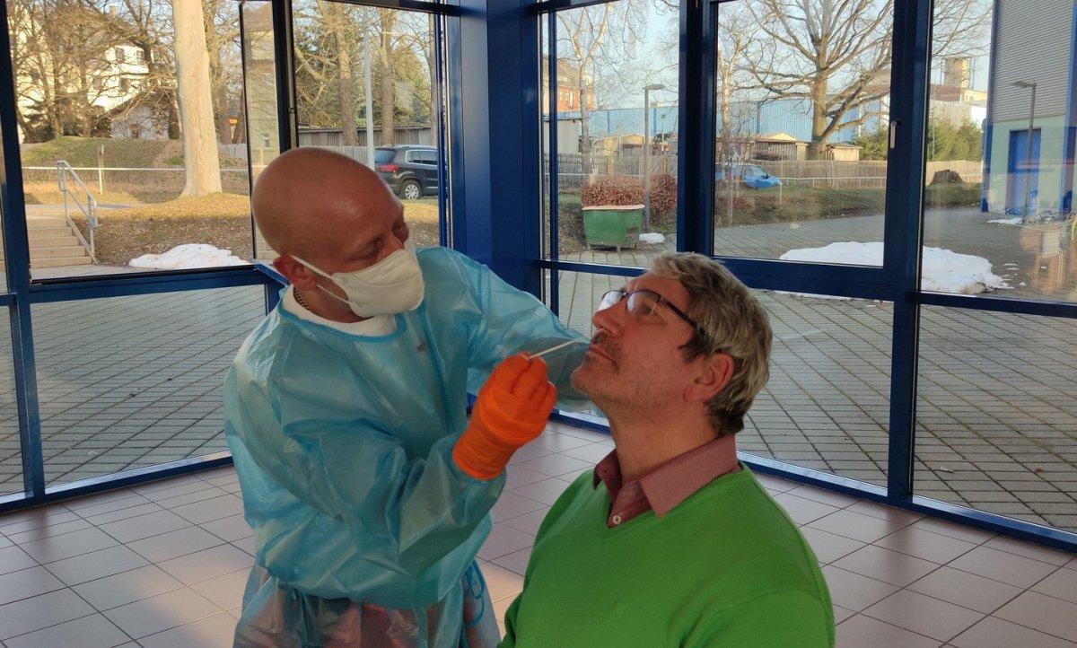 La incidencia de contagios sigue subiendo desde el 13 de marzo y Extremadura notifica otros 92 positivos