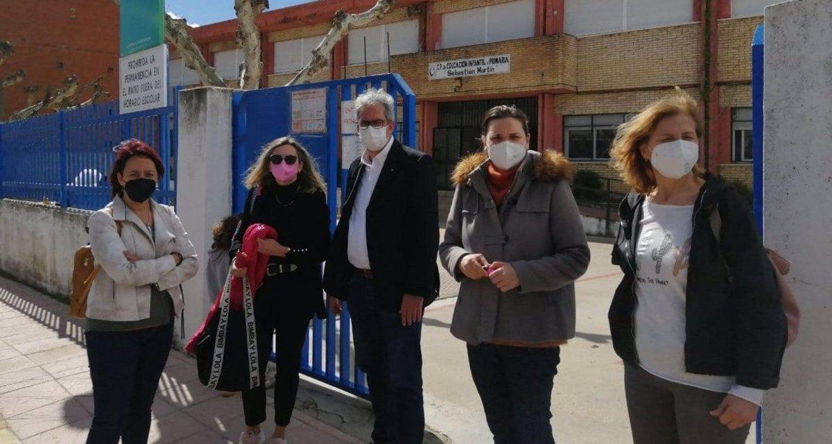 Piden a la Junta que repare el techo de dos aulas del colegio de Montehermoso