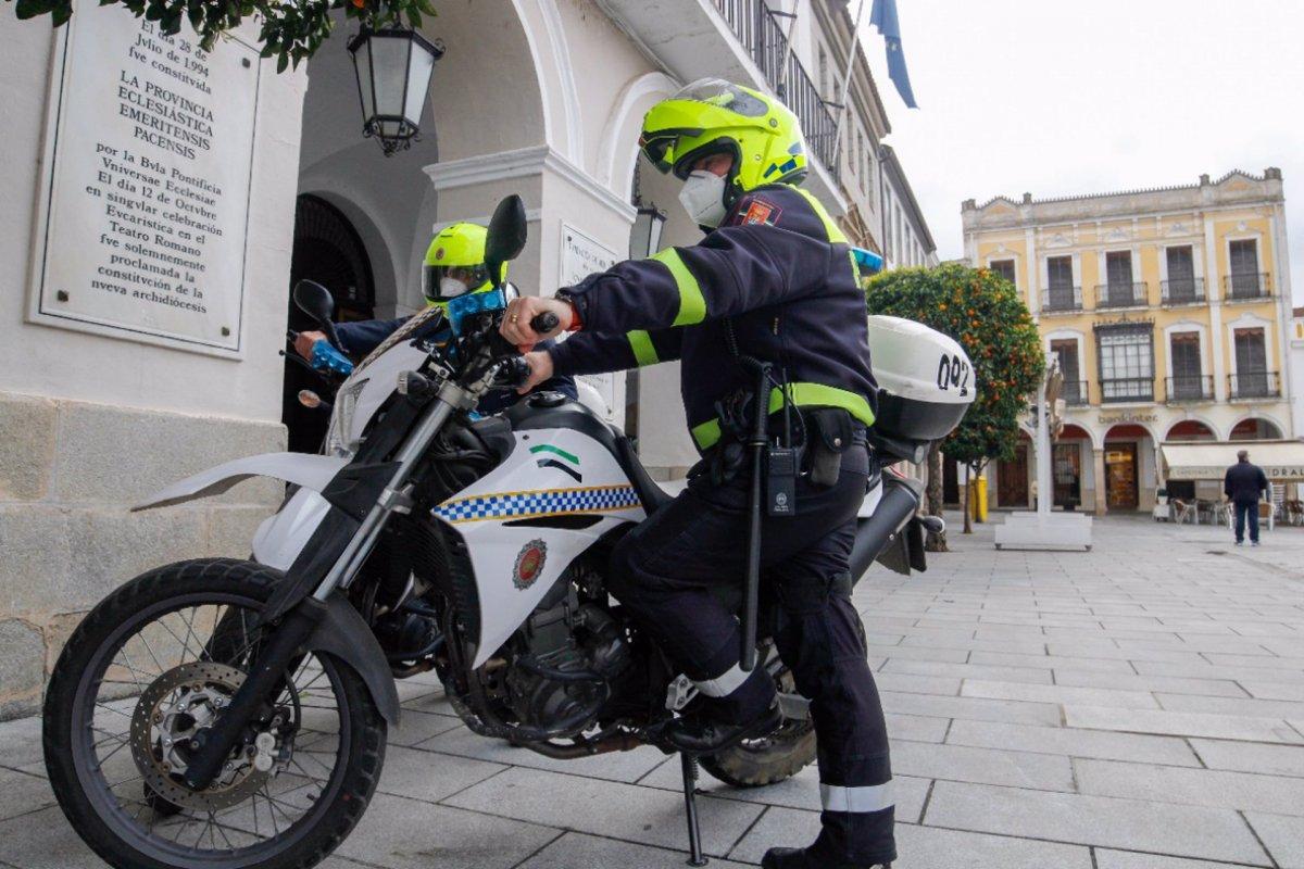 La Policía de Mérida desaloja una fiesta ilegal con más de una decena de personas en un local